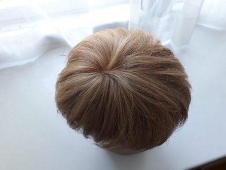 Hiuslisäke huollon ja hiusten lisäyksen jälkeen